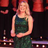 """Bei der Aufzeichnung für """"Die große Show der Weihnachtslieder"""" hat Stefanie Hertel in ihrem dunkelgrünen Kleid mit Glitzerapplikationen allen Grund zu Strahlen..."""