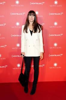 Zuletzt hatte sie sich Anfang Oktober auf dem roten Teppich einer Montblanc-Veranstaltung in Paris gezeigt. In einem eleganten Schwarz-Weiß-Look und mit frischem Make-up posiert sie für die Fotografen.