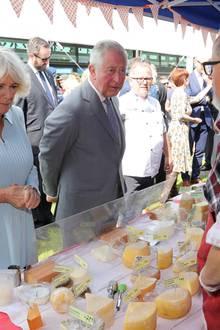 """Herzogin Camilla: 23. November 2019 I Tag 7 Am letzten Tag ihrer siebentägigen Reise durch Neuseeland drehen Herzogin Camilla und Prinz Charles noch eine gemeinsame Runde über den """"Lincoln Farmers und Crafts Market"""" in Christchurch."""