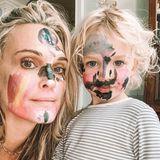 Molly Sims' niedliche Tochter Scarlett ist unter die Make-up-Künstlerinnen gegangen. Aufträge werden ab sofort angenommen.