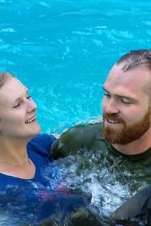 """""""Bauer sucht Frau"""": Im Pool gehen Carina und Thomas auf Tuchfühlung"""