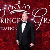 """25. November 2019  Fürst Albert besucht die """"Princess Grace Awards""""-Gala in New York und feiert damit den 90. Geburtstag seiner verstorbenen Mutter und Hollywood-Ikone Grace Kelly. Fürstin Charlène ist allerdings nicht an seiner Seite, ob es dafür einen süßen Grund gibt, wird sich zeigen."""