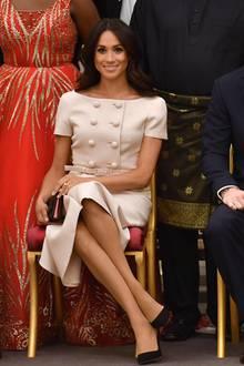"""Meghan setzt für makellose Beine auf die Strumpfhosen """"The Nude"""" der Marke """"Heist"""" – die haben ein bequemes, breites Bündchen, kosten ca. 30 Euro und sind in sieben verschiedenen Farbtönen erhältlich."""