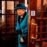 26. November 2019  Hier kommt Ihre Majestät! Queen Elizabeth besucht in ihrer Rolle als Schirmherrin die Royal Philatelic Society London. Grund ist der 150. Geburtstag der Gesellschaft und die damit verbundeneEröffnung ihrer neuen Zentrale.Philatelie ist das Studium von Briefmarken, Postgeschichte und anderen verwandten Gegenständen.