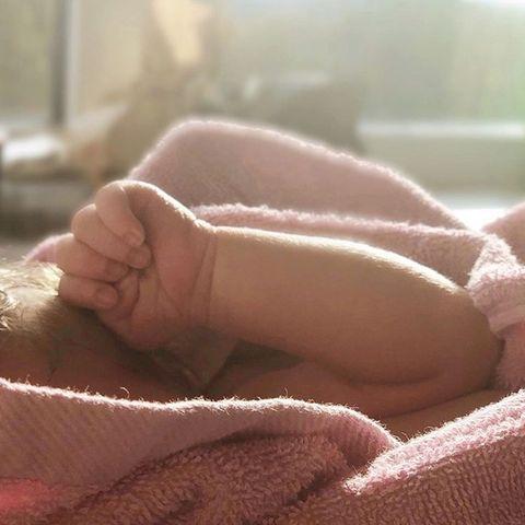 Das Baby von RTL-Moderatorin Elena Bruhn ist da.