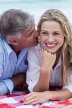 In der Lebensmitte können sich Frauen mit oder ohne ihren Partner nochmal völlig neu entdecken.