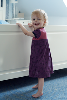 Laura kam mit demWilliams-Beuren-Syndrom zur Welt und benötigt wie viele Tausend Menschen in Deutschland besondere Kleidung.