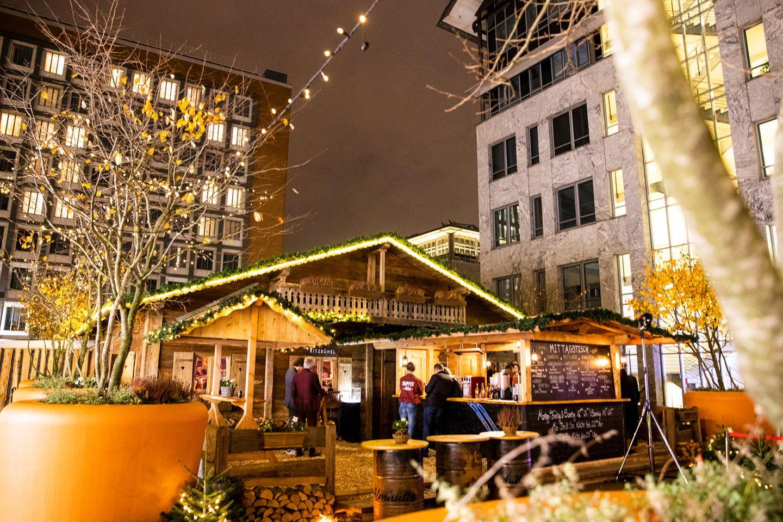 Die Supper Alm am Neuen Wall in Hamburg versprüht winterlichen Charme und ist durch die gemütlicheAtmosphäre die perfekte Location für ein gelungenes GALA X-mas Hütten-Dinner.