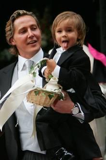 Als Verona Pooth ihremFranjo 2005im Stephansdom in Wien feierlich das Jawort gibt, ist ihr gemeinsamer Sohn Diego mit dabei. Auf Papas Arm stiehlt der aufgeweckte Zweijährige dem Brautpaar fast die Show.