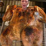 Thanksgiving 2019: Das lustigste Thanksgiving-Foto postet dieses Jahr Julianne Moore. Die Schauspielerin versichert mit ihrem Instagram-Post, dass ihr Foto auch garantiert nicht nachbearbeitet wurde.