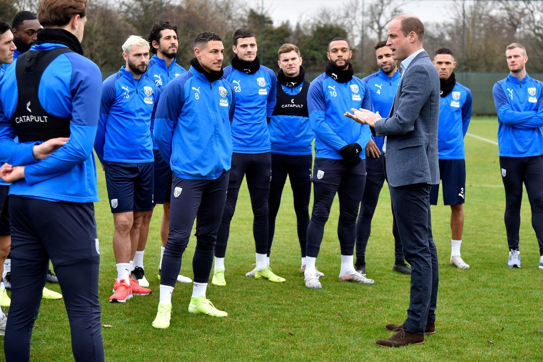 """28. November 2019  Sport tutgut, und Prinz William bleibt da immer am Ball.Im Rahmen der """"Heads up""""-Kampagne für mentale Gesundheit besucht er die Fußballer desWest Bromwich Albion FCs."""