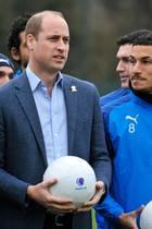 """Prinz William beim Besuch des Fußballvereins """"West Bromwich Albion"""""""