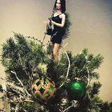30. November 2019  Wenn Designerin Victoria Beckham nicht in ihrem Store in derDover Street ist, so können die Kunden dort wenigstens Posh Spice als Weihnachtsengel auf dem Baum bewundern.