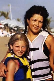 Jenny Frankhauser  Im Türkei-Urlaub 2003 war Jenny Frankhauser noch ein süßer Mausezahn mit geflochtenen Zöpfen. Mama Iris Klein hat das Familienbild beim Kramen im Fotoalbum wiederentdeckt.