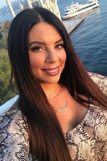 Auf diesem Selfie ist Jenny Frankhauser zwar wieder in der Türkei im Urlaub, ein kleines Mädchenist sie jedochnicht mehr,im Gegenteil. Und die Zahnlücke hat sichmittlerweile auch verwachsen.