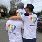 Bjoern, Lukas und Christian sind eine glückliche Regenbogenfamilie.