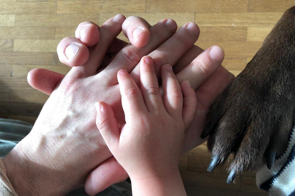 Einer für alle, alle für einen:Für Lukas sind seine beiden Papas die Besten.