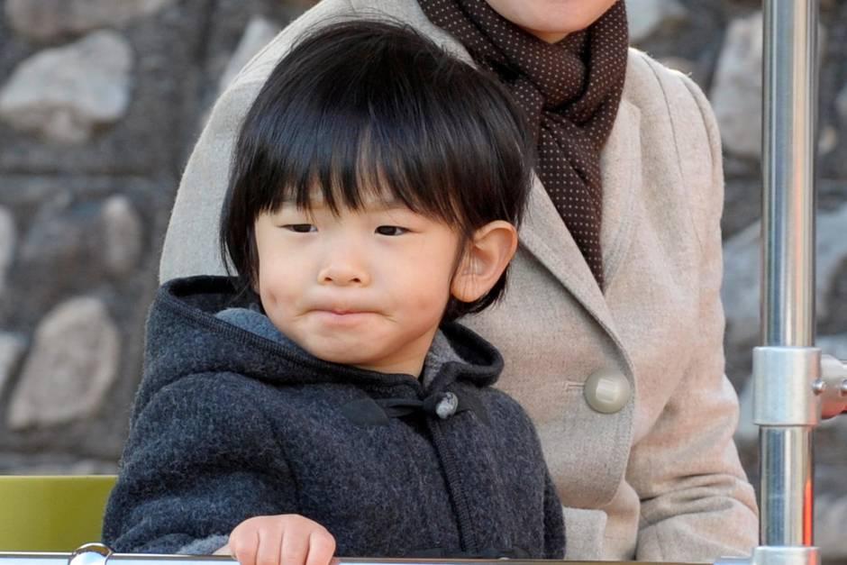 Der dreijährige Prinz Hisahito besucht einen Vergnügungspark für Kinder in Yokohama.