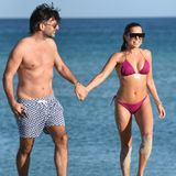 Verliebt turteln Sylvie Meis und ihr Verlobter Niclas Castello am Strand von Miami.