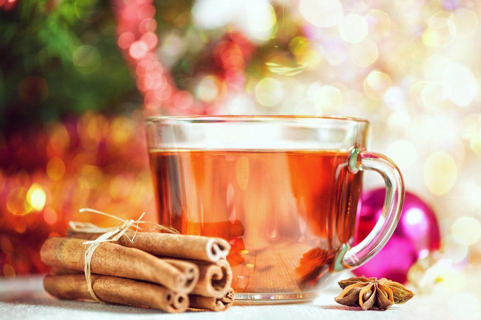 Eine Anis-Tee hilft gegen Blähungen und Völlegefühl