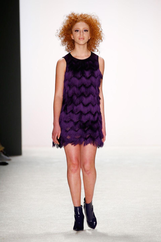 Mit 15 Jahren läuft Anna bei der Show des deutschen DesignerlabelsRiani auf der Mercedes-Benz Fashion Week in Berlin.