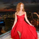 Lady in Red: Zur Remus Lifestyle Night auf Mallorca setzt Anna alles auf eine Farbkarte. Das wallende Kleid zaubert der Tochter von Boris Becker eine großartige Figur.
