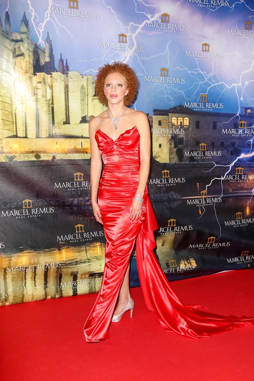 Für offizielle Anlässe wählte Anna Ermakova in der Vergangenheit bereits mehrfach ein rotes Kleid. So auch zur Remus Lifestyle Night im August 2019.