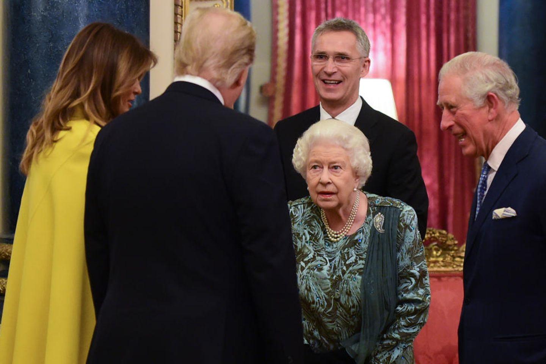 Melania Trump und Donald Trump werden von Queen Elizabeth am 3. Dezember 2019 im Palast begrüßt.