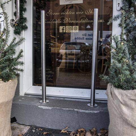 In diesem Berliner Café müssen Kinderwagen leider draußen bleiben.