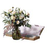 Ein Abo für Blumen? Ja, das gibt's! Schenken Sie zum Beispiel 3-Monatsabos von Bloom & Wilde (ab. ca 65 Euro) und dann freut sich die Mama jeden Monat über wunderschöne frische Blumen.