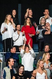 5. Dezember 2019  In Stockholm feiern Freunde, Fans und Wegbegleiter denim April 2018 viel zu jung verstorbenen Star-DJ Avicii mit einem großen Gedenkkonzert. Mitten im Publikum sind auch Prinz Carl-Philip und Prinzessin Sofia.