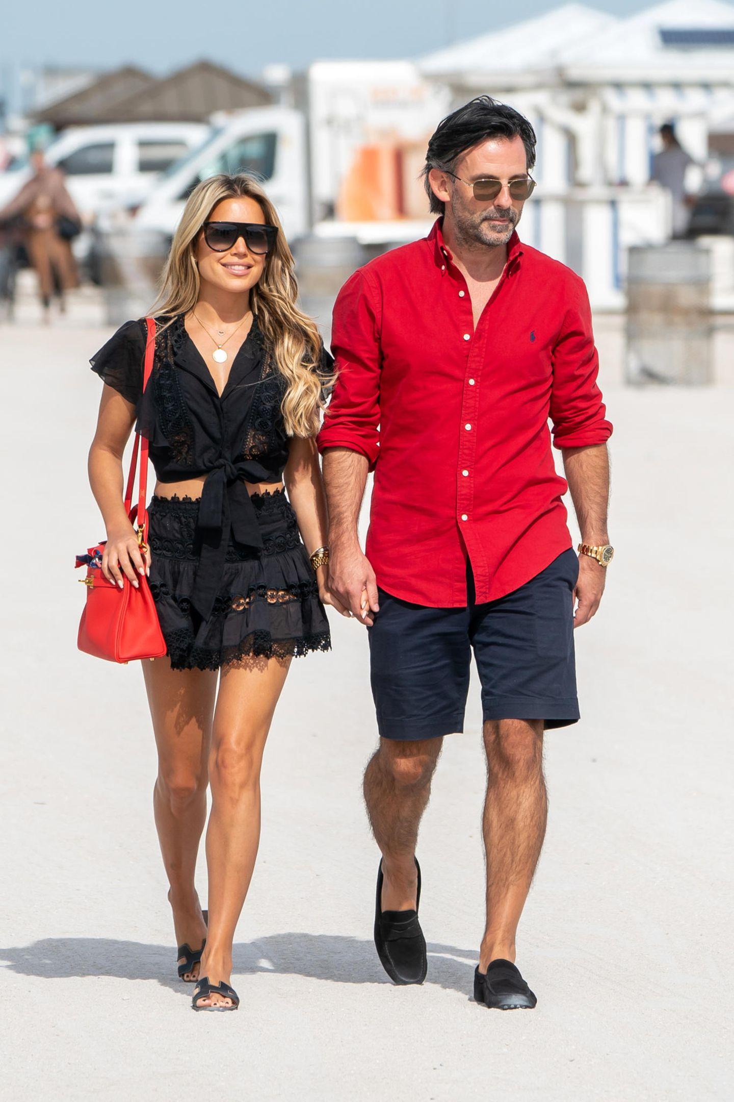 Sylvie Meis und ihr Verlobter, Künstler Niclas Castello, verbringen Anfang Dezember ihre Zeit lieber im sonnigen Miami stattim kalten Hamburg. Entsprechend sommerlich sind auch ihre Outfits, die ganz offensichtlich aufeinander abgestimmt sind und vermutlich ein verführerisches Kunstwerk von Sylvie sind.