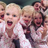 """Atttaaaacke! Im Hause von Schauspieler James Van der Beek und seiner Frau Kimberley geht die Post ab. Um die Weihnachtszeit sind ihre fünf süßen """"Monster"""" nicht mehr zu bändigen, wie Papa James uns auf Instagram zeigt."""