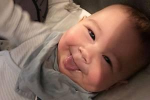 """Good Morning, Sunshine! Wenn der Tag mit so einem Lächeln beginnt, kann er nur wunderschön werden. Das findet auch Mama und """"Nachtschwestern""""-DarstellerinSila Sahin und teilt dieses zuckersüße Portrait von Söhnchen Noah auf Instagram."""