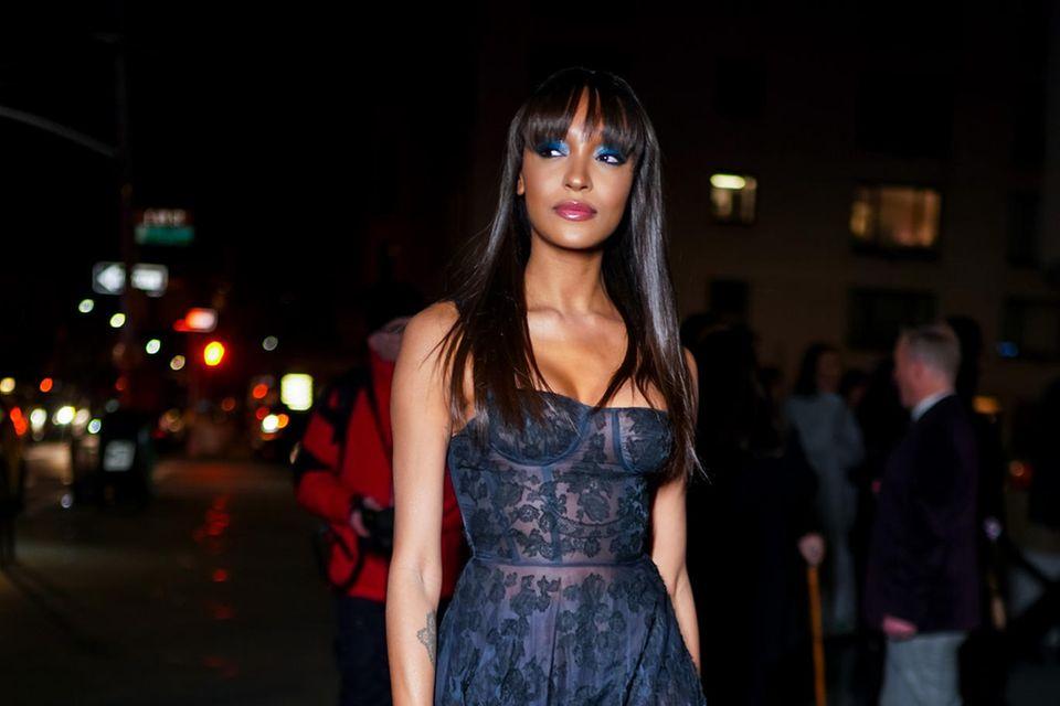 JourdanDunn in einer Robe des Designerlabels Dior.