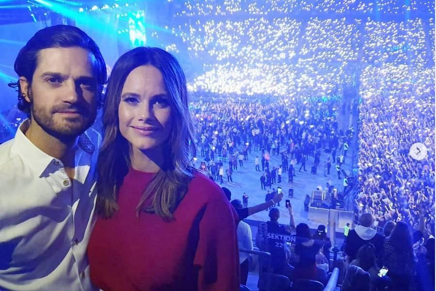 Prinz Carl Philip und Prinzessin Sofia auf dem Gedenkkonzert für DJ Avicii in Stockholm