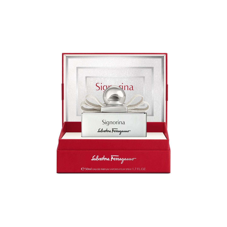"""Wishlist: Das perfekte Geschenk - entweder für Sie selbst oder einen lieben Menschen. Das klassische """"Signorina Eau de Parfum"""" von Salvatore Ferragamo zeigt sich in der Holiday Edition wunderschön in einem schimmernden Interieur gebettet. Ca. 73 Euro."""