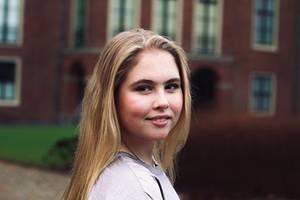 7. Dezember 2019  Herzlichen Glückwunsch! Prinzessin Amalia der Niederlande feiert heute ihren 16. Geburtstag. Zu diesem Anlassteilt das Königshaus diese natürlich schöneAufnahme der hübschen Thronfolgerin. Aufgenommen wurde das Portrait zudem von keinem geringeren als Papa König Willem-Alexander selbst.