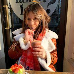 Die Weihnachtszeit ist oft purer Stress - gerade als Neu-Mama. Das weiß auch Chryssanthi Kavazi, die erst vor wenigen Wochen Mutter eines Sohnes geworden ist. Damit die Schauspielerin die Festtage gesund übersteht, achtet sie schon jetzt darauf, dass sie genug Vitamine zu sich nimmt.