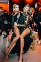 """Was gehört da wohin? Mit den Worten""""Double Trouble""""teilen Sophia Thomalla und Busenfreundin Sylvie Meis diesen lustigen Schnappschussvon der """"Ein Herz für Kinder""""-Gala auf Instagram.Auf den ersten Blick wirken die Ladies wie siamesische Schwestern - nun, eine tolle Figur haben sie beide;da kann man auch mit den Beinenmal durcheinanderkommen."""