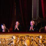 7. Dezember 2019  Aus der schönen Loge schauen sich die drei royalen Damen an der Seite von König Carl Gustaf begeistert eine Familienversiondes Weihnachtsklassikers von Tschaikowsky.