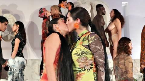 Lourdes Leon: Nackt-Inszenierung auf Laufsteg sorgt für Furore