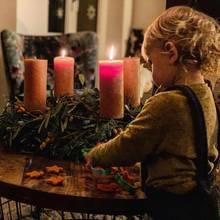 In der Carpendaleschen Weihnachtsbäckerei sorgt am zweiten Advent Sohnemann Mads für die Kekse. Das Ausstechen der Sternenplätzchen kann er schon richtig gut.
