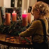 8. Dezember 2019  In der Carpendaleschen Weihnachtsbäckerei sorgt am zweiten Advent Sohnemann Mads für die Kekse. Das Ausstechen der Sternenplätzchen kann er schon richtig gut.