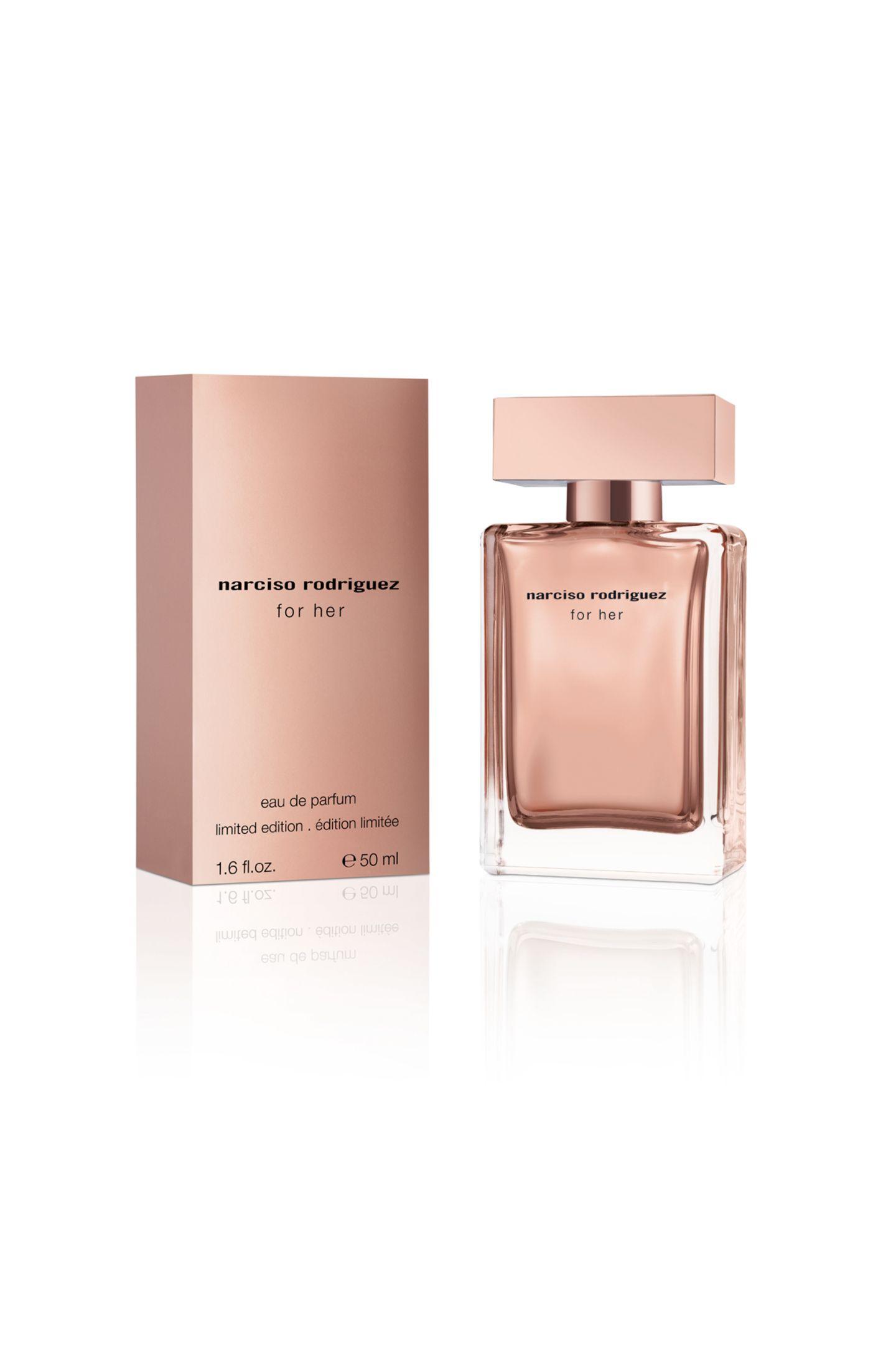 """Liebhaber des ikonischen """"for her""""-Parfums von Narciso Rodriguez freuen sich über diese luxuriöse Xmas-Edition in Roségold ganz besonders. Ca. 84 Euro."""