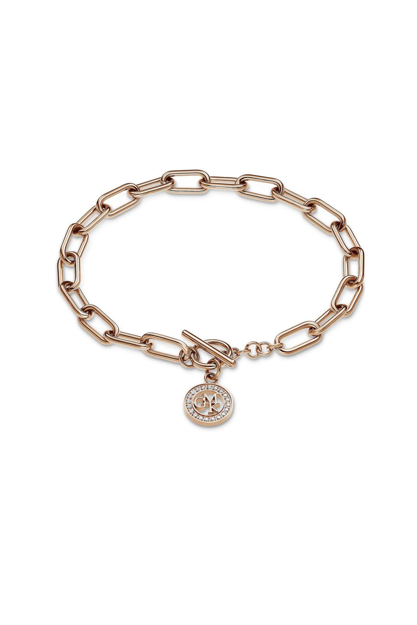 Zeitlos elegant ist diese Armkette von Christ aus der Guido Maria Kretschmer Kollektion und damit ein tolles Geschenk für Schmuckliebhaber. Das Armband in Roségold wird mit einem strassverziertenAnhänger veredelt, kostet ca. 40 Euro.