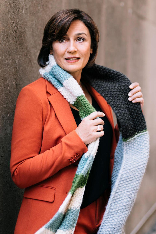 """Sandra Maischberger für """"Ein Schal fürs Leben"""""""