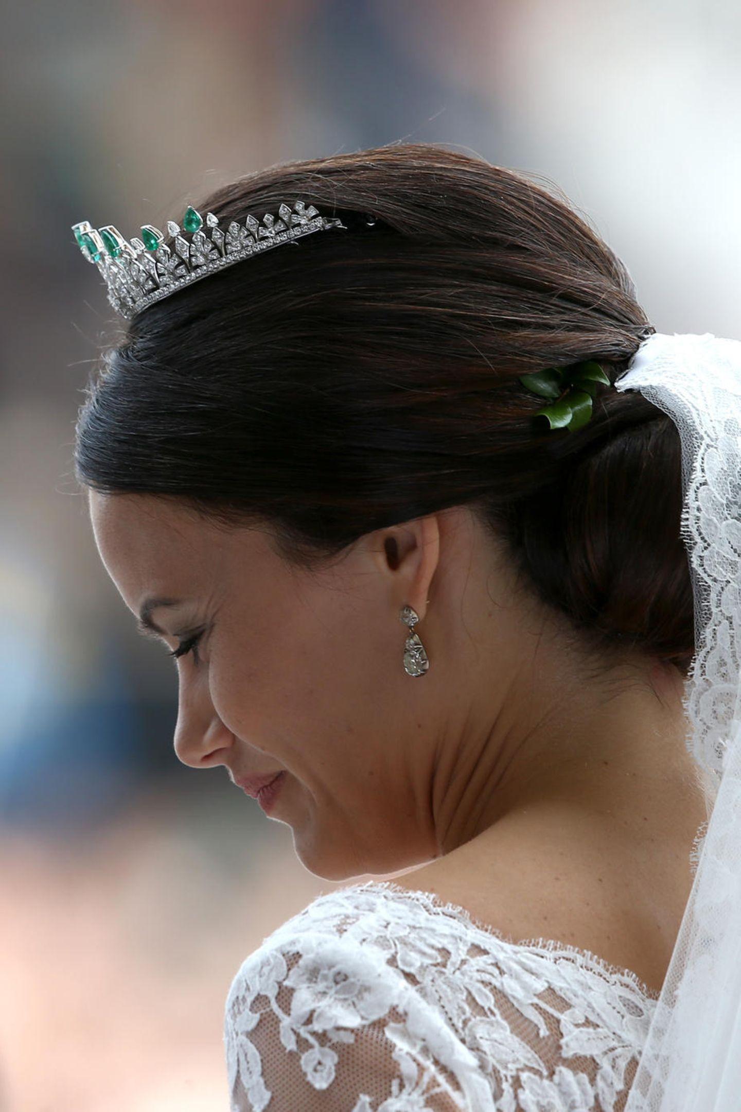 An ihrem großen Tag im Juni 2015 trägt Prinzessin Sofia das hübsche Diadem mit grünen Smaragden und 18 karätigem Weißgold.