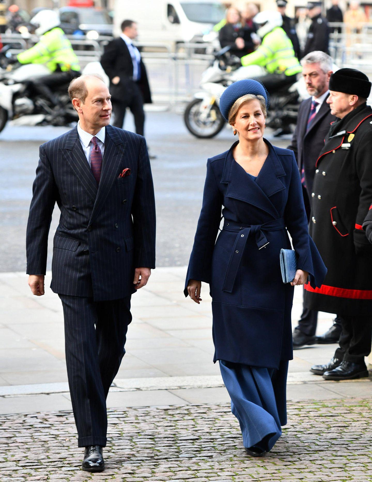 Prinz Edward und Gräfin Sophie wollen ebenso Abschied nehmen.
