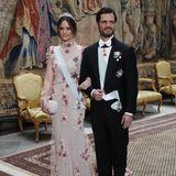 Auch Prinz Carl Philip und Prinzessin Sofia empfingen die Preisträger in Stockholm. Auch Sofia setzt auf ein besticktes Kleid in Nude-Tönen.
